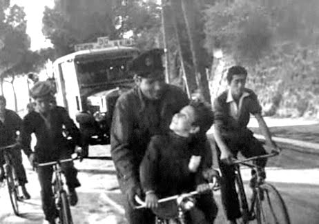 the bicycle thief The bicycle thief essays the bicycle thief by vittorio de sica is a movie that  breaks the hollywood aesthetic of beautiful people, fancy homes, and extensive.